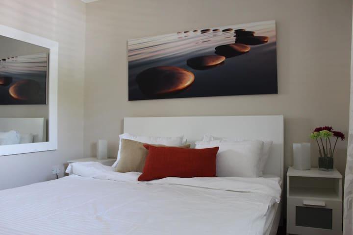 Luxury Garden Apartment 50V04, Herzlia Garden View