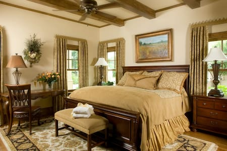 Luxury Room at Upscale B&B on the Lake - Granbury - Wikt i opierunek