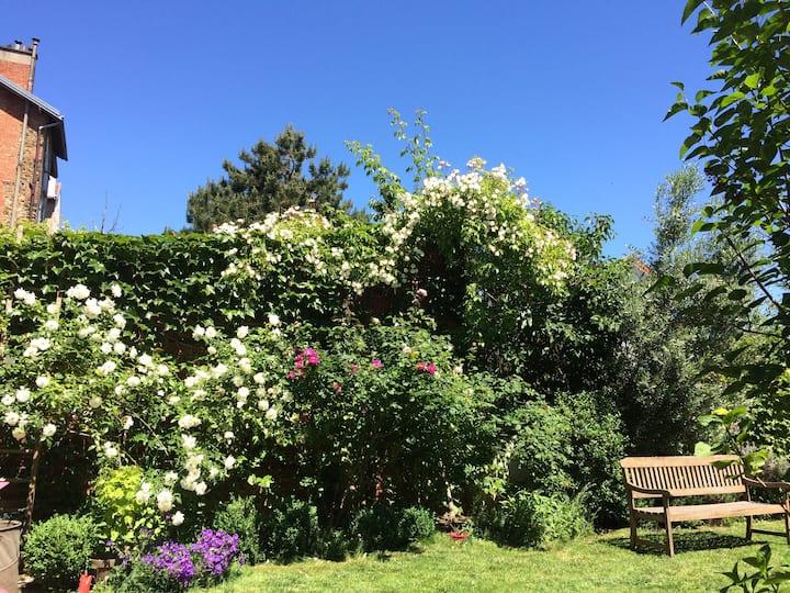 Chambre de charme côté jardin à Saint-Cloud