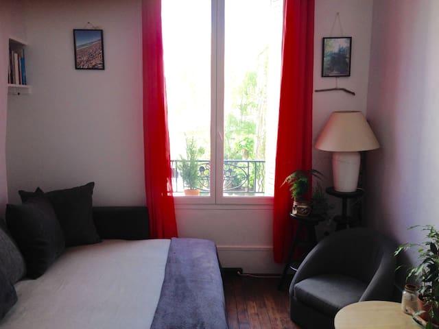Cute and calm studio in Paris 20