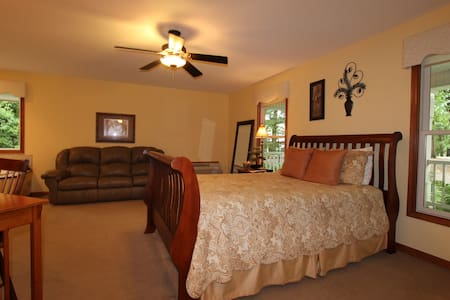 Serenity Suites Room 4 - Middlebury - Szoba reggelivel