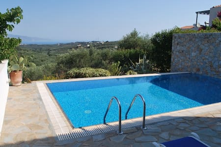 Lovely villa private pool,sea view,2bedrooms,BBQ - Xamoudochori - Casa de camp
