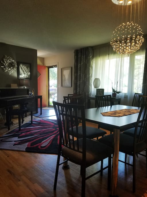 Dining room with baby grand