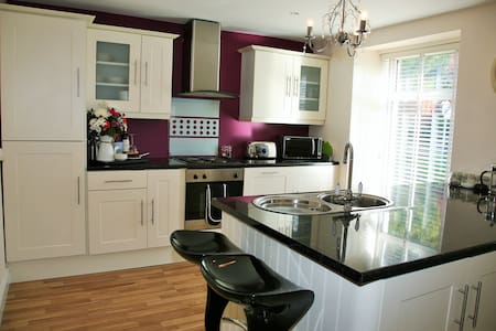 Jazzberry - Cheeky Cottage Chic, sleeps 4 - Backbarrow - Hus