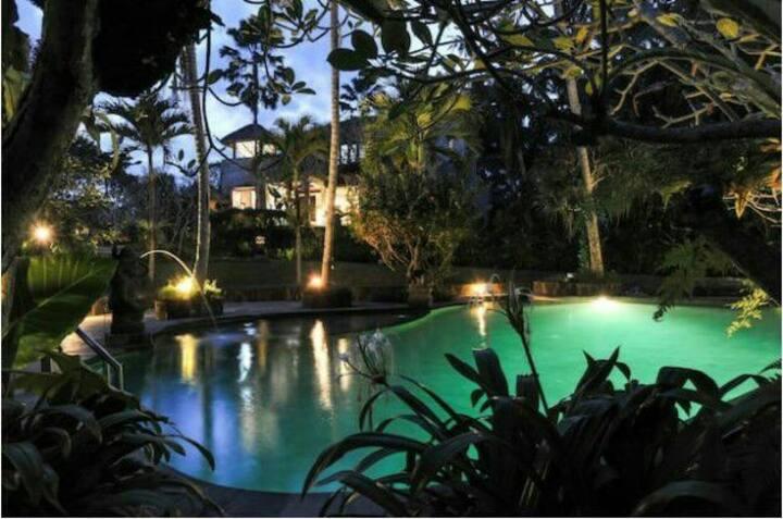 Stuningly jungleside View Villa Singakerta -Ubud