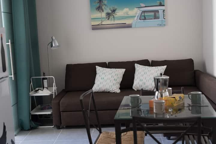 Appartment in the center near beach & free WIFI