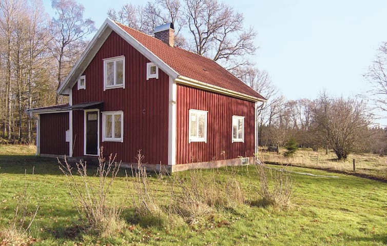 Holiday cottage with 3 bedrooms on 100m² in Sjötofta