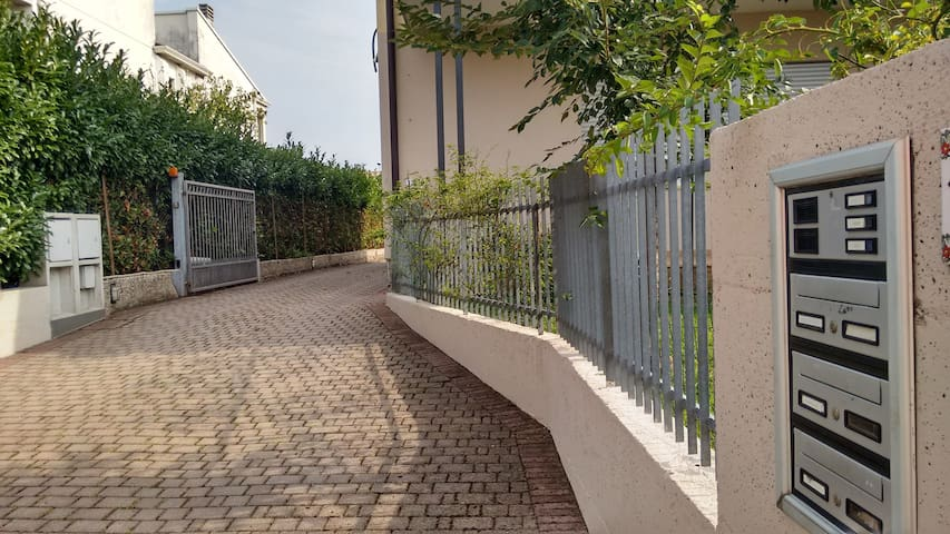 Accogliente bi/trilocale posto auto - Thiene - Apartamento