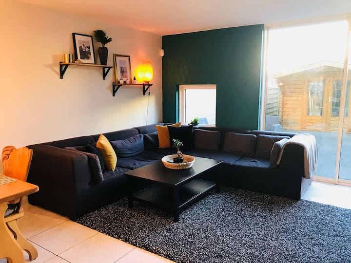 3 bedroom house, 20 min to center, free parking