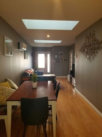 Lovely home, private backyard, onsite parking