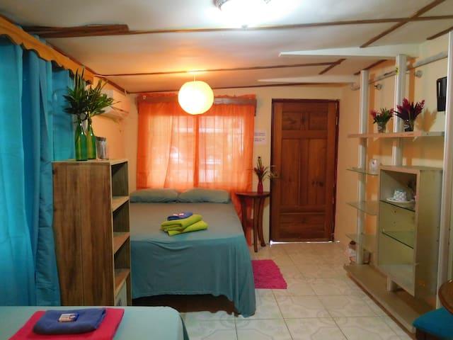 Cuki's Cuarto: triple room with AC - Bocas del Toro - Apartment