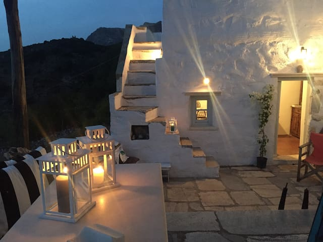 restored traditional white house in Naxos - Filoti - Haus