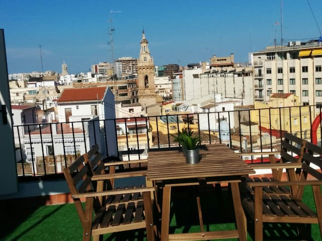 Small penthouse with terrace in the center of Vale - València - Apartment