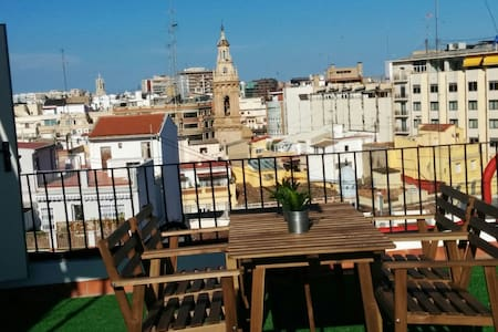 Small penthouse with terrace in the center of Vale - València - 公寓