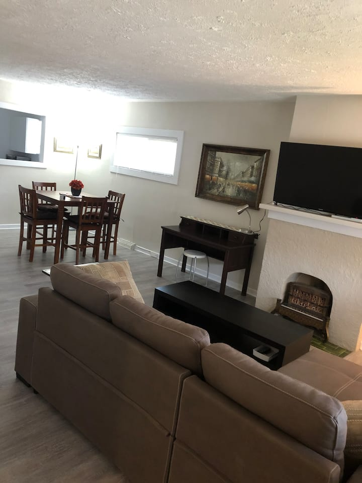 WARM & COZY 2 BR HOUSE U of A Hospital/Whyte Ave