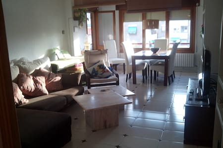 NICE ROOM IN A FLAT AT A PEACEFUL GREEN AREA - Zaragoza