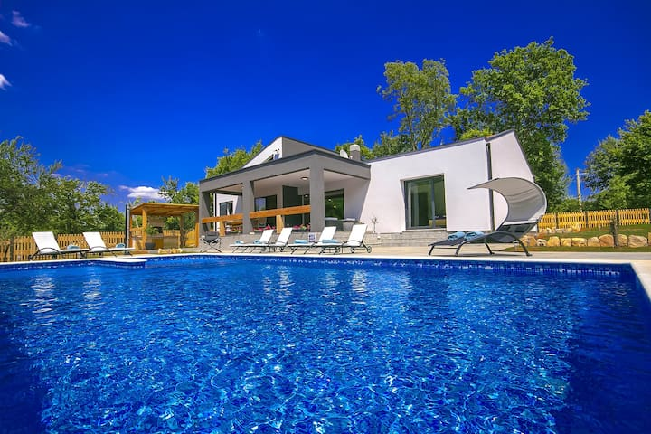 Modern  and well equipped Villa Fi&Lu with Pool