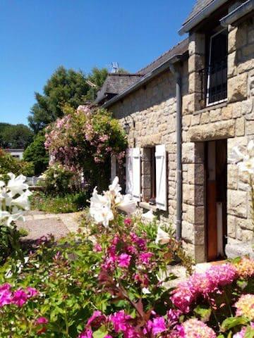 Longère de charme typiquement bretonne