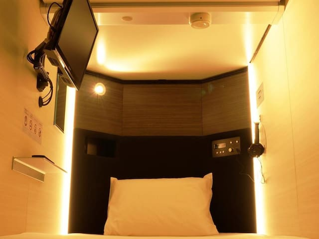 [4-minute walk from Mitsukoshi-mae Station] Free Wi-Fi! Capsule for men only/with TV