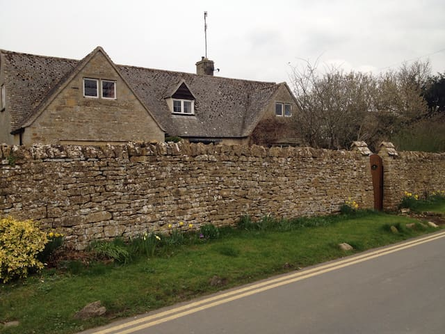 Quince Cottage - room for 2 - Bourton-on-the-Water - Haus