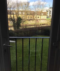 Double room to let in 2 bed flat in norwood green - Greater London - Apartmen