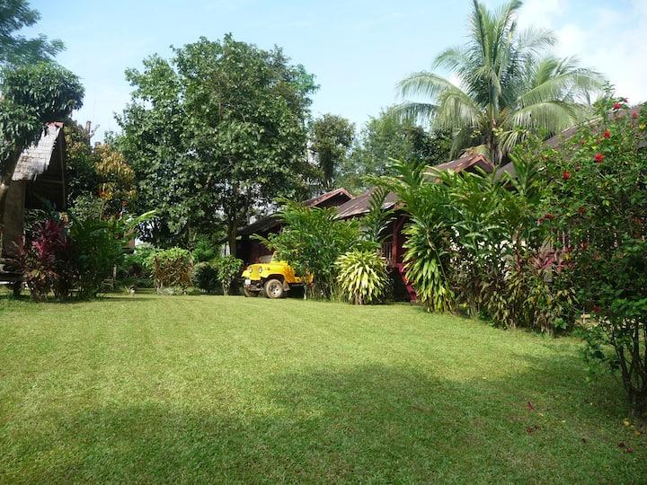 ChezMango bungalows & garden