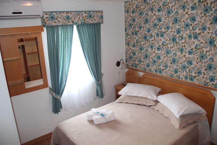 Casa da Cica Suite Azul - 2 Q da AV Principal