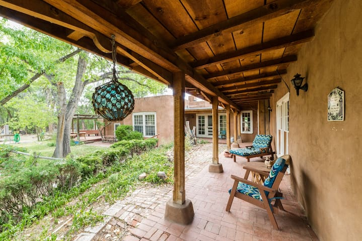 Casita Chamisa Bed and Breakfast- Guest House - Los Ranchos de Albuquerque - Bed & Breakfast