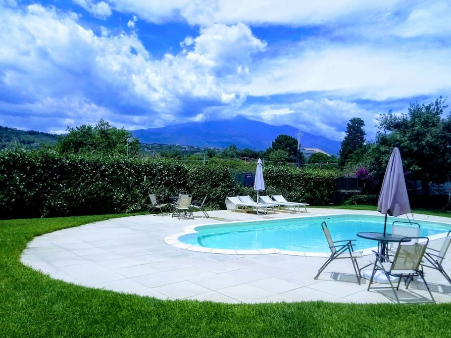 appartement avec terrasse piscine appartements en r sidence louer acireale sicile italie. Black Bedroom Furniture Sets. Home Design Ideas