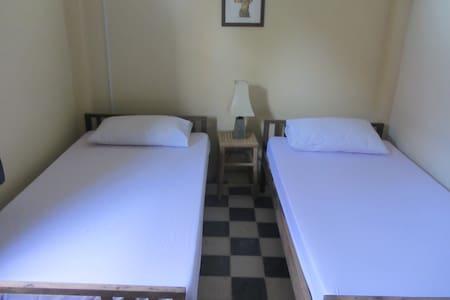 Mony Bungalow Twin Room - Krong Battambang