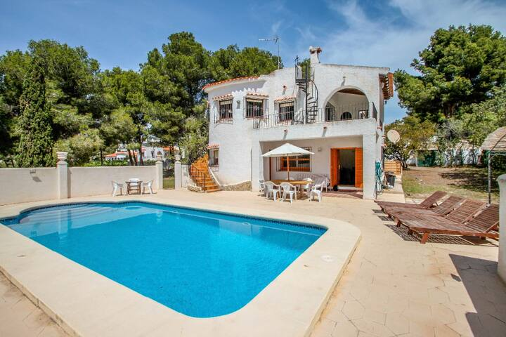 Luisa - holiday home with private swimming pool in Moraira