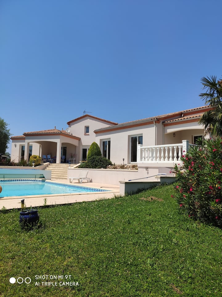 villa avec piscine 4 chambres