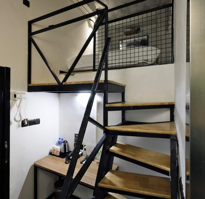 漕河泾核心 12号线东兰路站 loft 精致大床房 工业风  精品公寓 投影 公用洗衣房 有停车位