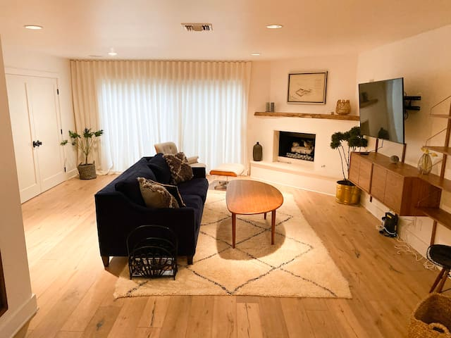 Bohemian Modern 2 bd/2ba in the Heart of WeHo