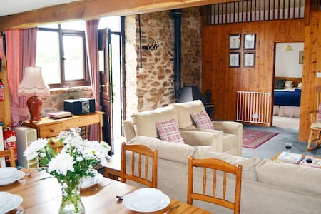 Pet-friendly spacious barn conversion in Exmoor National Park - Dulverton, - House