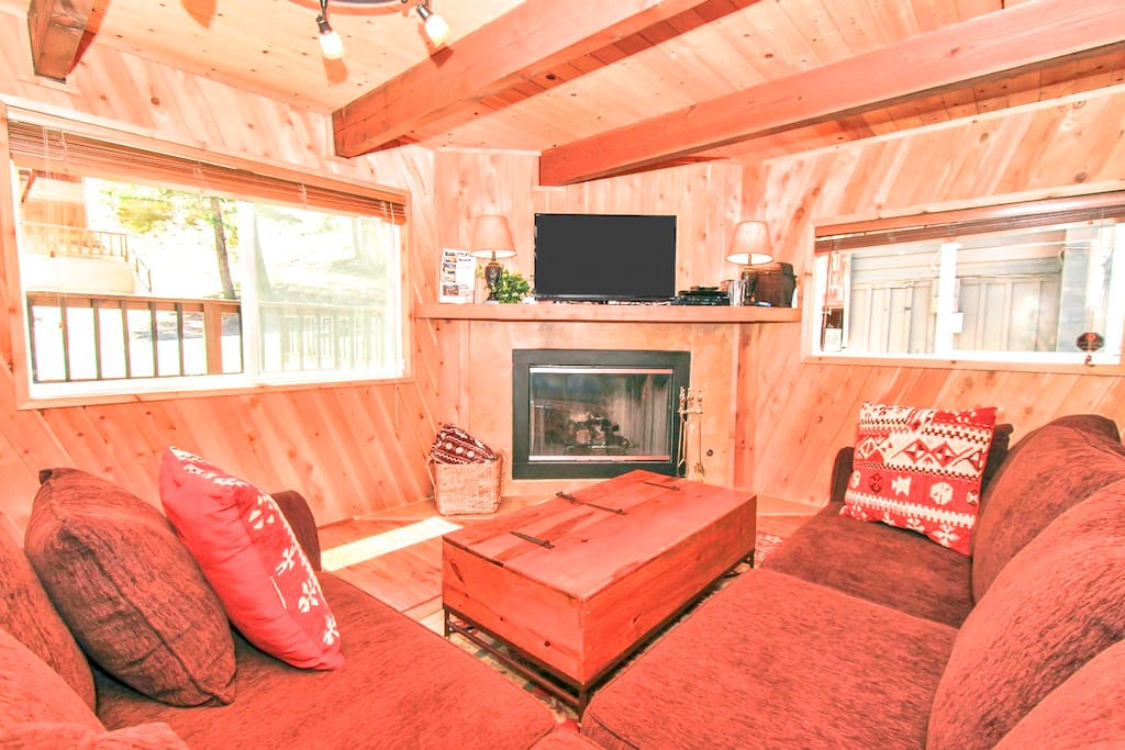 The cozy family room has a gas fireplace, cable TV, DVD player, DVD movie library and free WiFi. In the coffee table there are board games and the Sofa is a queen size sleeper bed.