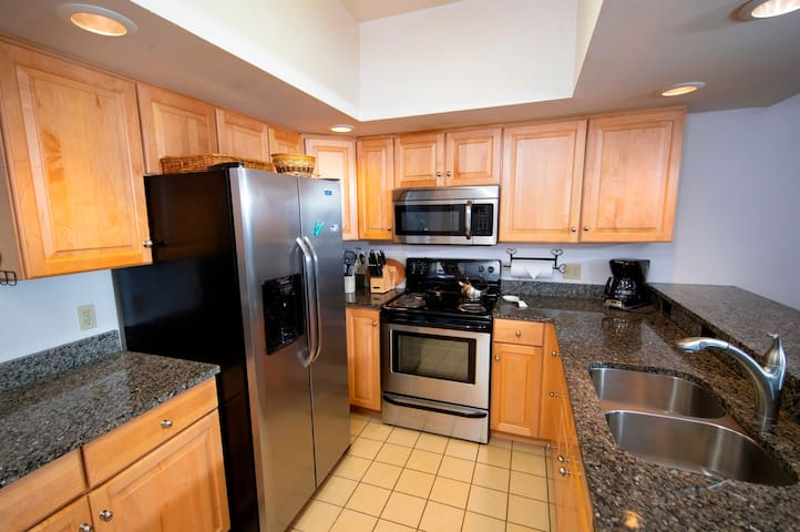 *NO GUEST SERVICE FEE* 3Br Ski-in, Ski-out - Sleeps 10 and Remodeled Kitchen