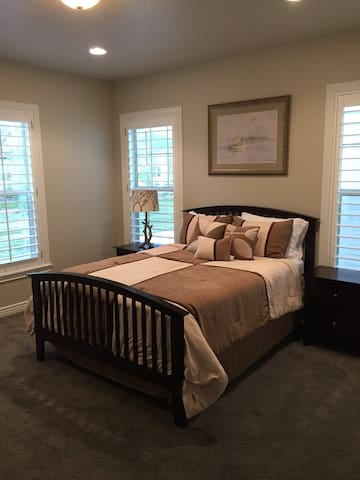 Immaculate New Home Bedroom Suite in Ivory Ridge - Lehi - House