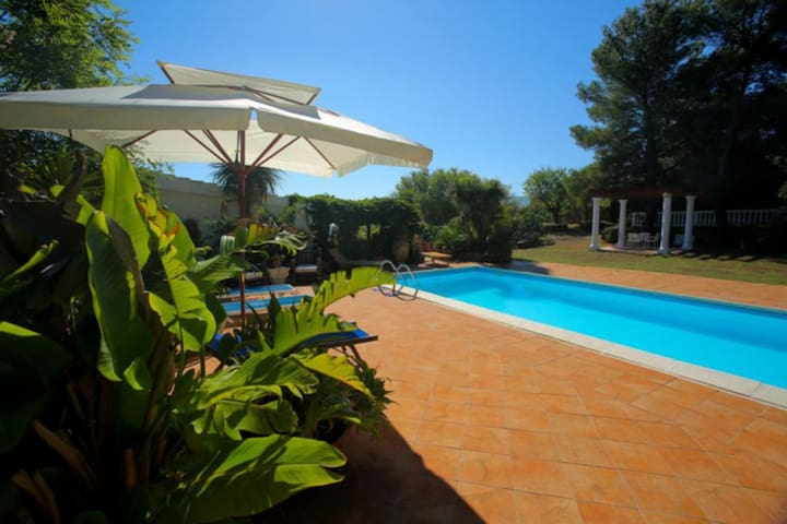 'Rose Cottage' swimming pool, parking and relax