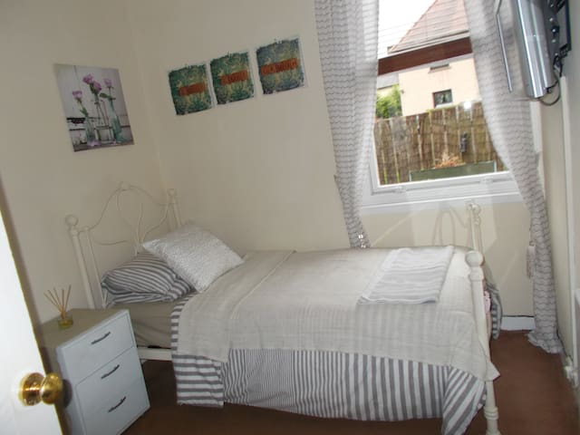 Sunny room all facilities sharing - Dalkeith - Willa