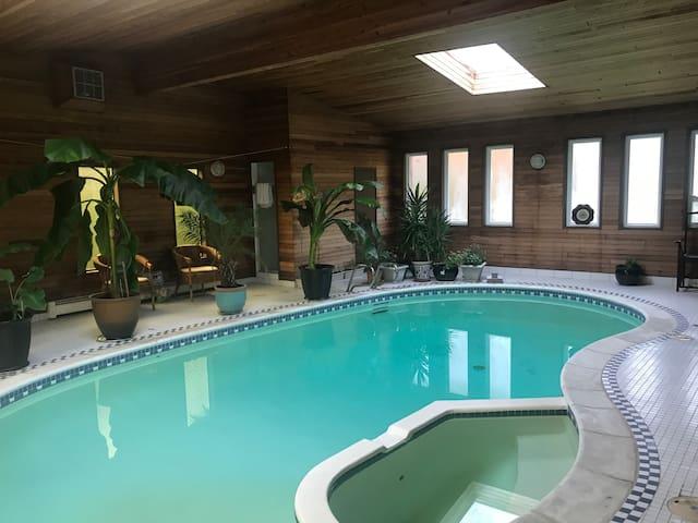 温哥华带室内游泳池的家庭住宿2(私人浴室)