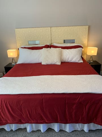 Room Away from Home w/ King Bed & Ensuite Bath!