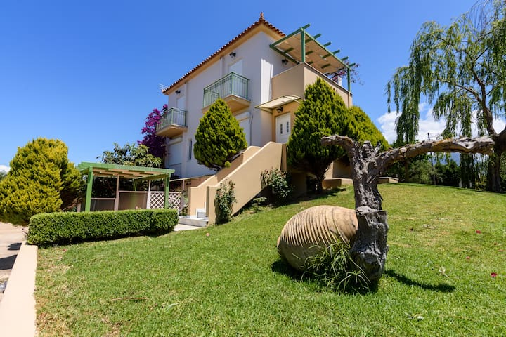 Kyparissia Garden Retreat - Sunny Master Suite