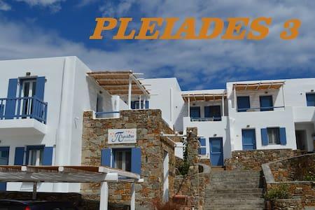 Serifos, Pleiades 3 Traditional stylish Studio