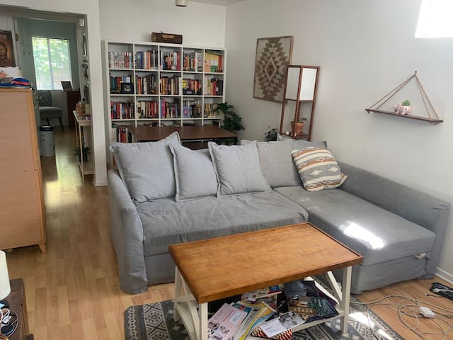 Sunny guest house bungalow for monthly rental!