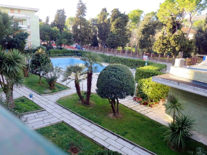 Trilocale con piscina in Residence prestigioso