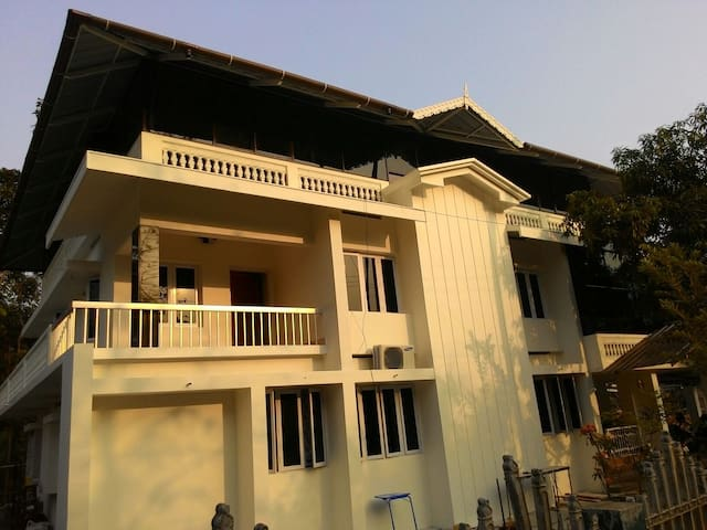 The White House : Very near to Cochin airport - Muvattupuzha - Huis