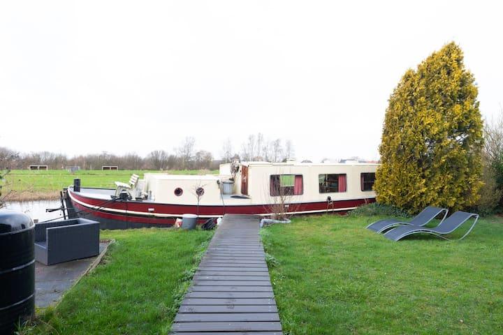 Houseboat Vinkeveen The Rose