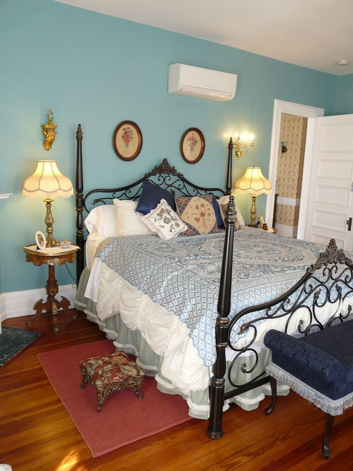 Woodrow Wilson Chamber - Berkeley House Bed & Breakfast