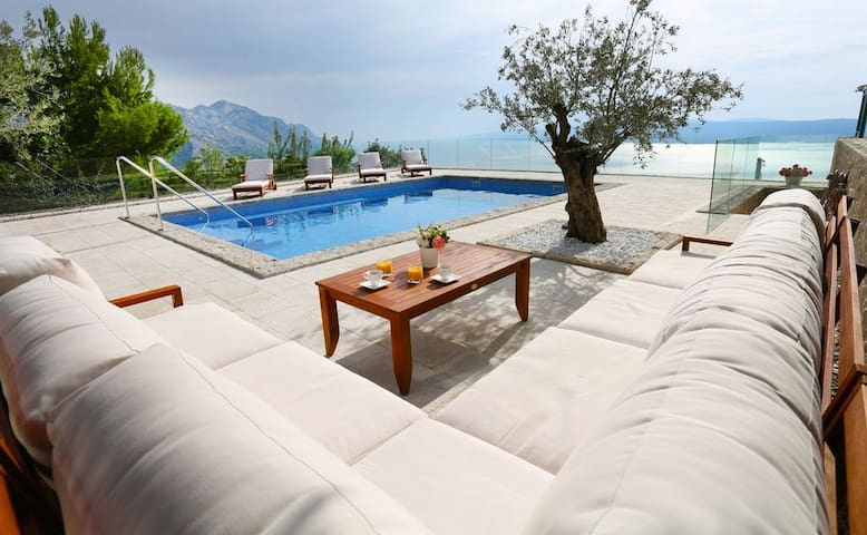 Holiday house Brela Villa 4 bdr Pool